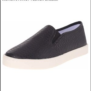 "Report Shoes - NWOT.  Report | ""Avery"" Black slip on sneakers, 8"